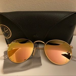 RAY BAN ROUND FLASH LENSES IN GOLD